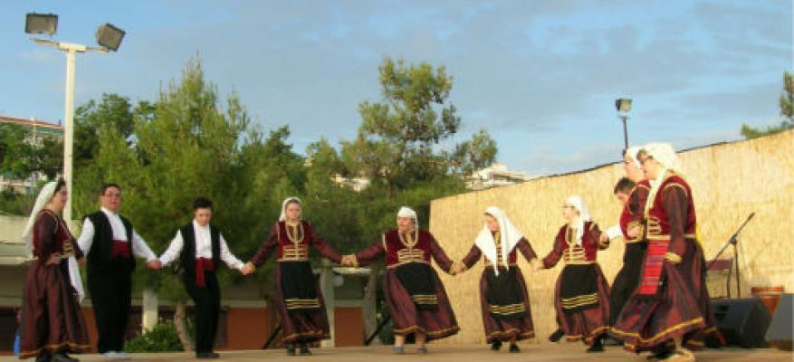 Παραδοσιακοί Χοροί από τα μέλη του χορευτικού